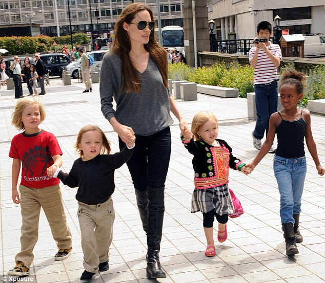 Angelina-Jolie-With-Kids